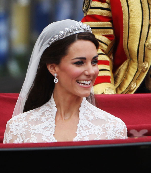 Kate-Middleton-Wedding-Earrings_3